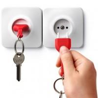 Ключница настенная и брелок для ключей Unplug Qualy Красный